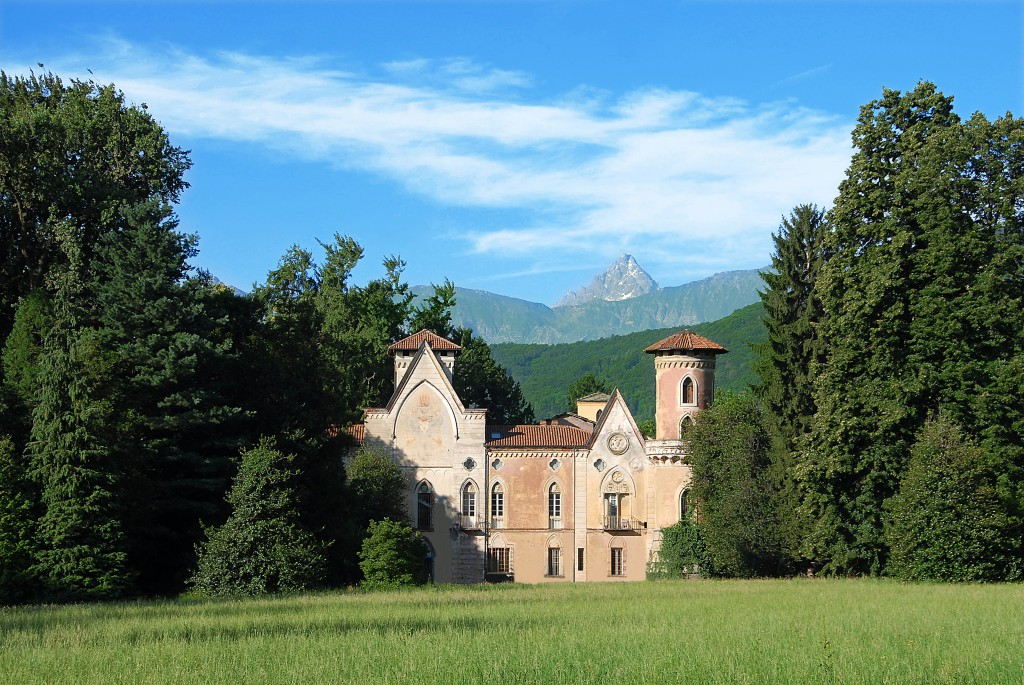 castello di cisterna latin dating site The textuality and materiality of burial mounds in  1 the textuality and materiality of burial mounds in the life of  in both latin and the.